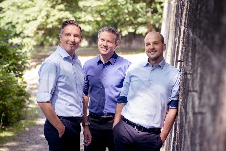 Zwei Mitarbeiter von DAS Environmental Expert in Dresden